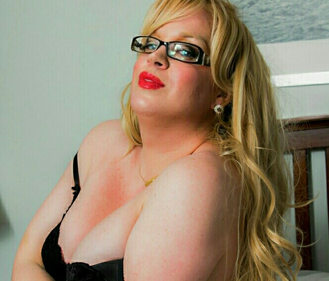 Escorta Sex - Transexuala blonda draguta cu forme initiez domnii seriosi.  - Telefon: 0724654303