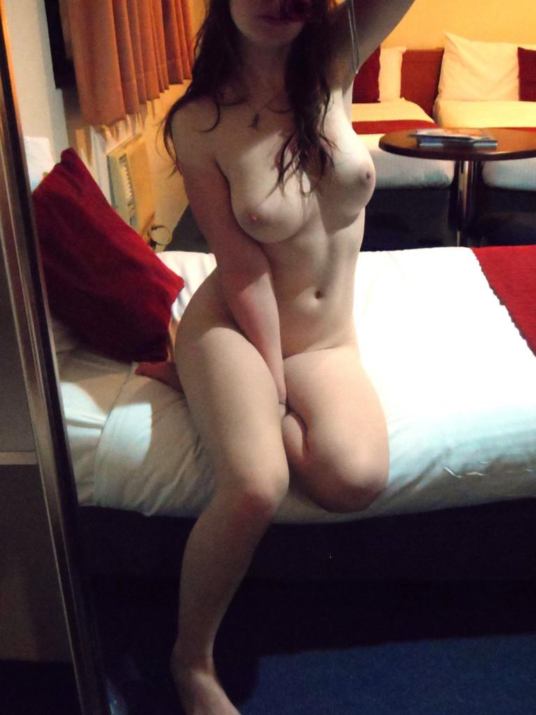 Escorta Oras: Ploiesti - Escorta Telefon: 0906760640 -  Servicii Escorta : Fa-ti un cadou aparte! Poti sa ma sa gasesti in patul tau sau intr-al meu, goala sau intr-o tinuta sexy, apoi iti voi oferi cadou delicii sexuale FARA LIMITE! Ma vrei? Ma ai! Suna-ma acum pentru detalii! Tel: 0906-760-640 sau poti trimite si SMS la 1533 cu text CADOU SEXY, iar eu te voi contacta rapid negresit! Vreau doar sa fii major! Tarif 1, 3 eur/min sau 1, 5 eur/sms, fara tva! Acest Anunt Este Adresat Exclusiv Adultilor !